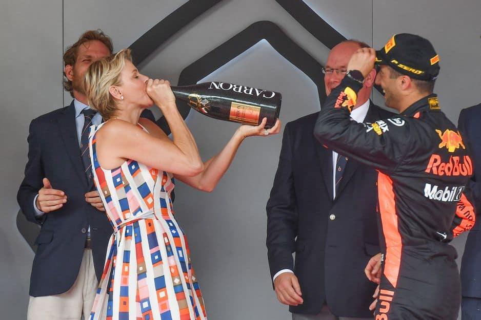 Champagne au goulot pour la princesse !