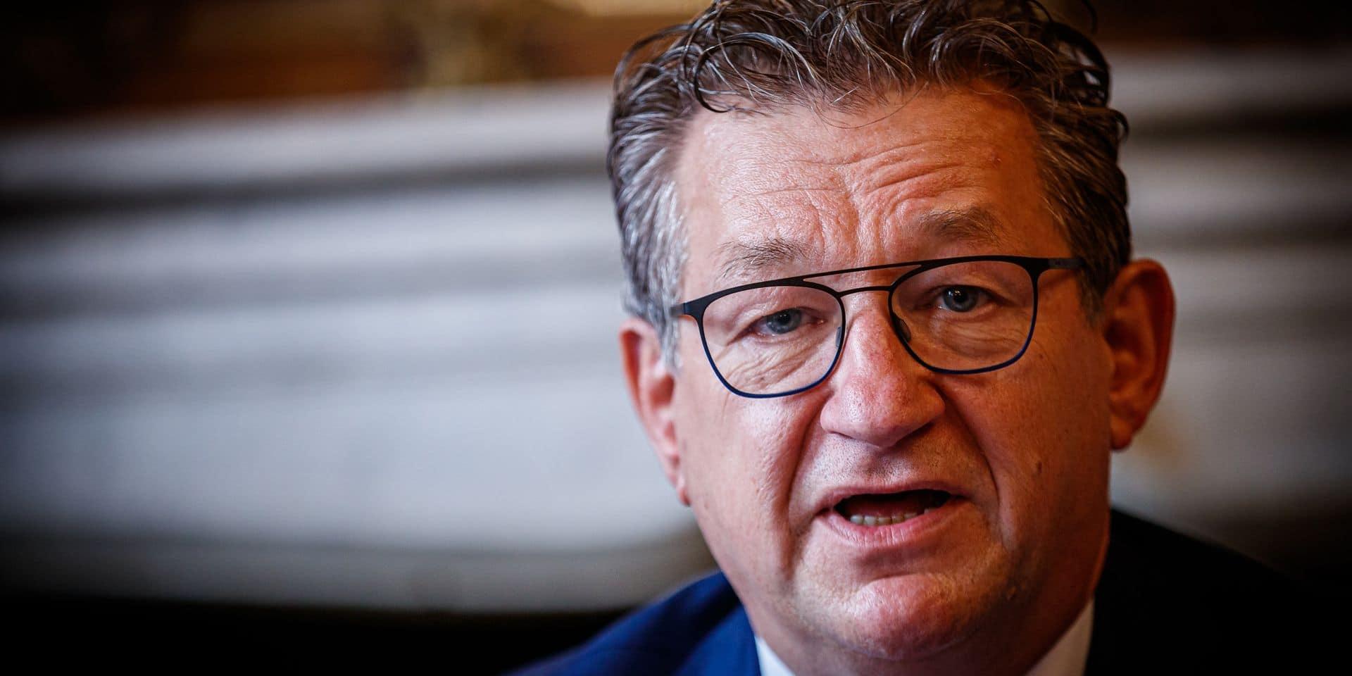 Le bourgmestre de Bruges poignardé: son assaillant est un de ses clients