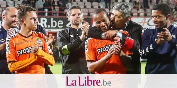 Charleroi's players celebrate after a soccer game between KV Kortrijk and Sporting Charleroi, Wednesday 22 May 2019 in Kortrijk, the finals of the Play-off 2 of the 'Jupiler Pro League' Belgian soccer championship. BELGA PHOTO BRUNO FAHY