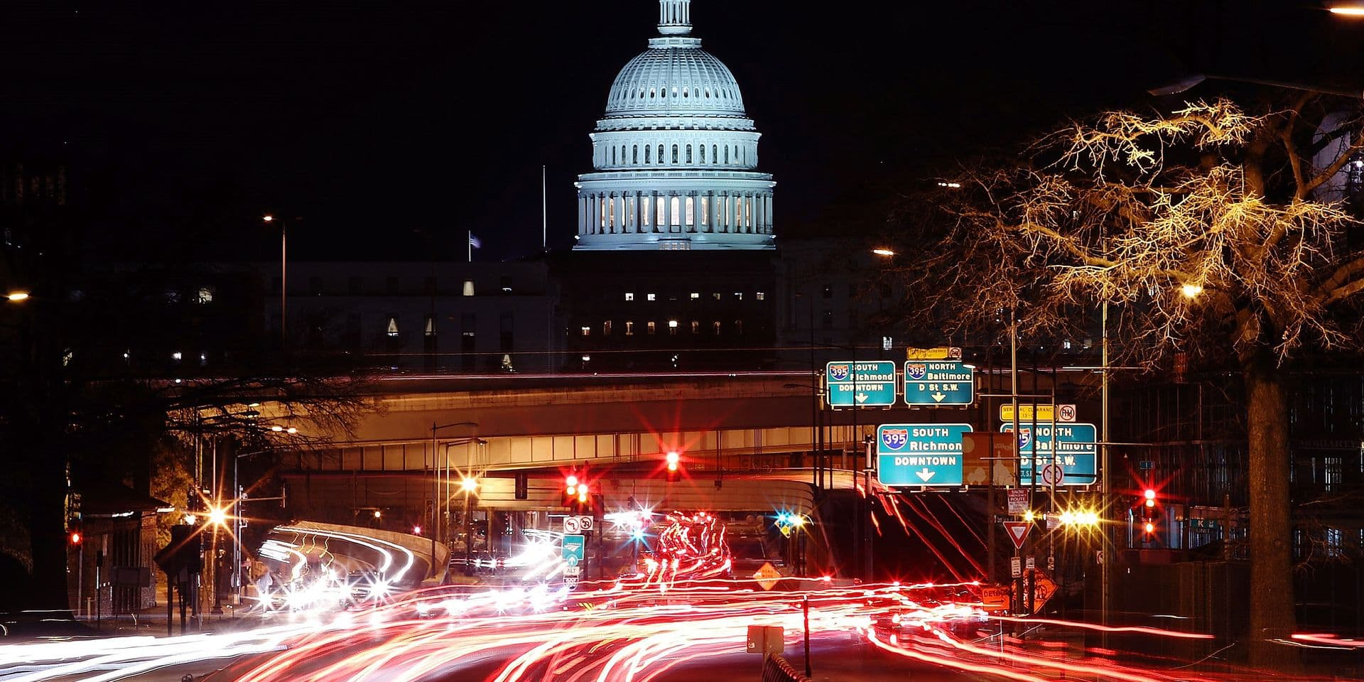 WASHINGTON, DC - JANUARY 22: The U.S. Capitol can be seen as traffic moves in and out of the city, on January 22, 2018 in Washington, DC. On day 3 of the government shutdown, lawmakers are convening to try to resolve their differences and reopen the government. Mark Wilson/Getty Images/AFP == FOR NEWSPAPERS, INTERNET, TELCOS & TELEVISION USE ONLY ==