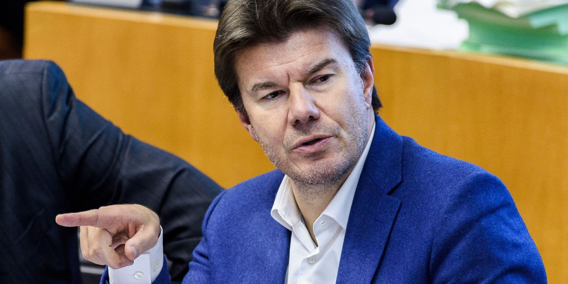 Bruxelles: l'ambition du multilinguisme affichée par Sven Gatz bien accueillie au parlement
