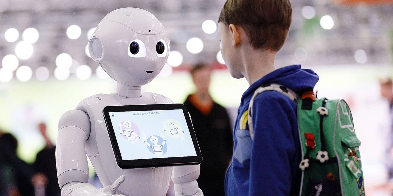 Roboter Pepper am Stand von Phänomenta auf der didacta Bildungsmesse in der Koelnmesse Köln 22 02