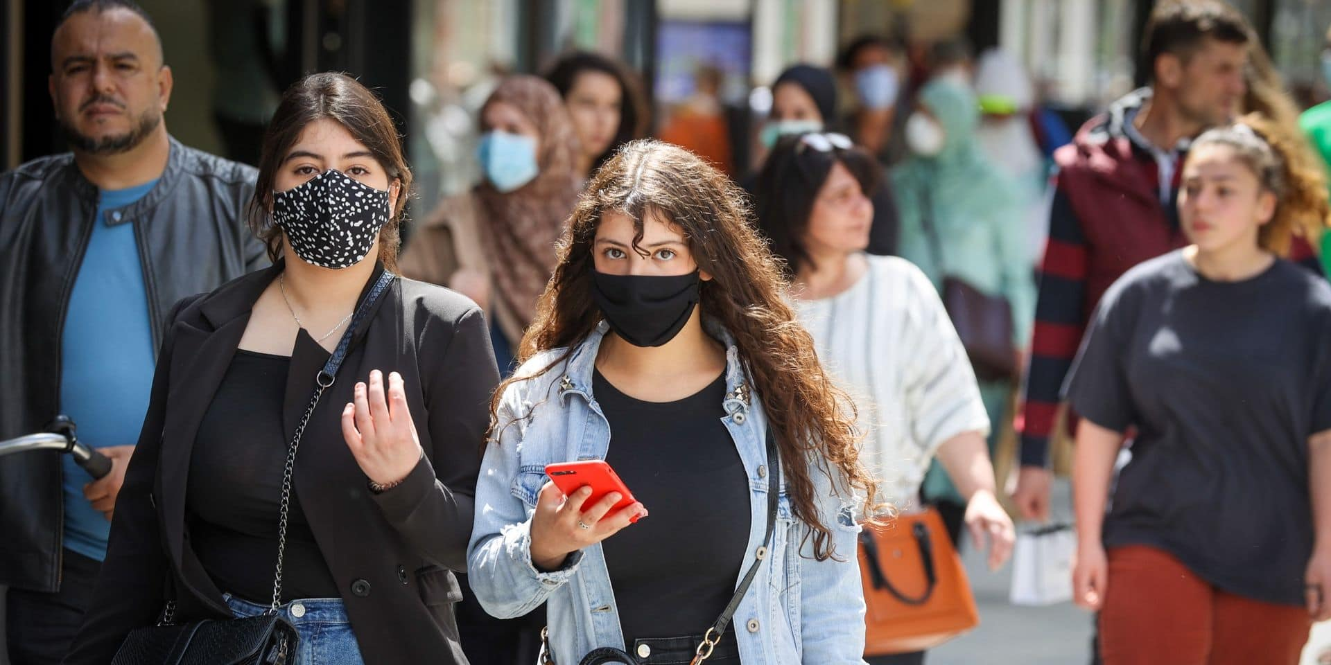 D'abord recommandés, maintenant obligatoires : retour sur la saga du masque dans les lieux publics