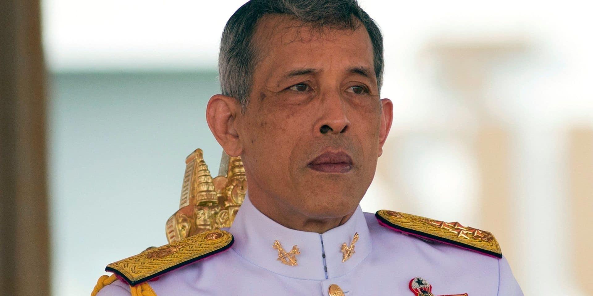 Le roi de Thaïlande quitte finalement son harem... pour aller fêter l'anniversaire de sa femme