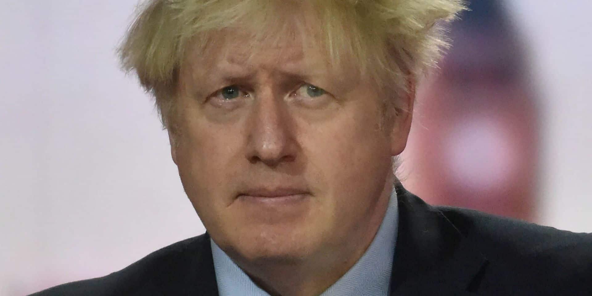 """Boris Johnson envisage de plus strictes restrictions: """"Il se peut que nous devions faire des choses difficiles"""""""