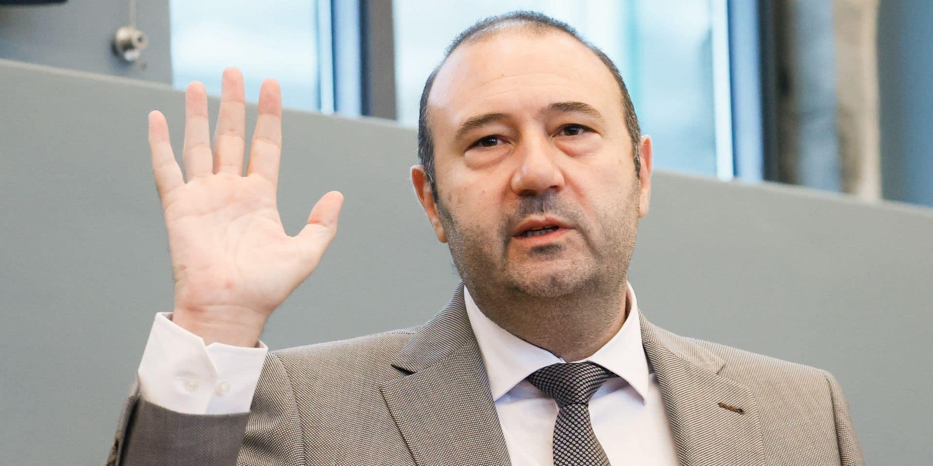 Christophe Collignon prête serment devant le parlement wallon, François Bellot y revient