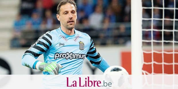 Charleroi's goalkeeper Nicolas Penneteau pictured in action during the Jupiler Pro League match between KAA Gent and Sporting Charleroi, in Gent, Friday 04 May 2018, on day seven (out of 10) of the Play-Off 1 of the Belgian soccer championship. BELGA PHOTO JASPER JACOBS