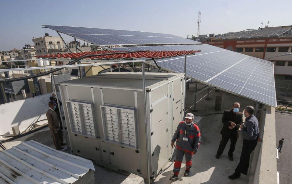 Le générateur d'eau alimenté par l'énergie solaire qui extrait l'eau potable directement de l'air