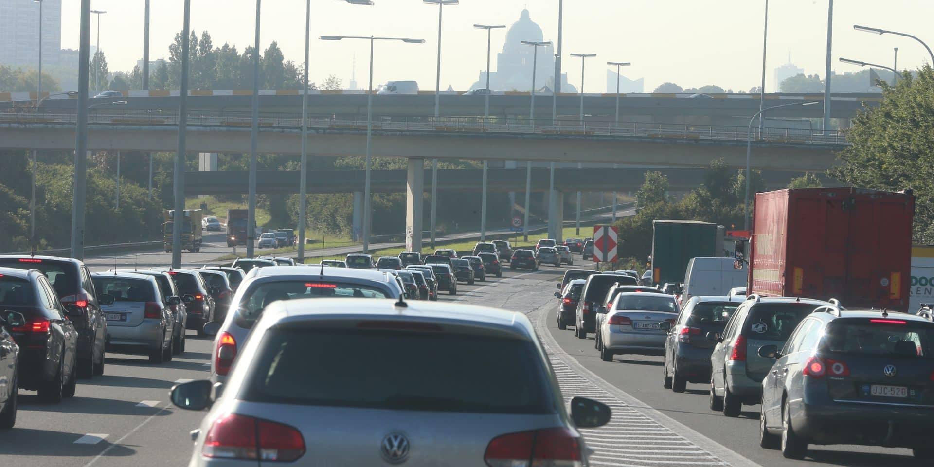 """Supprimer les """"voitures salaires"""" fera diminuer de 20 % les émissions de CO2 générées par le transport d'ici 2030"""