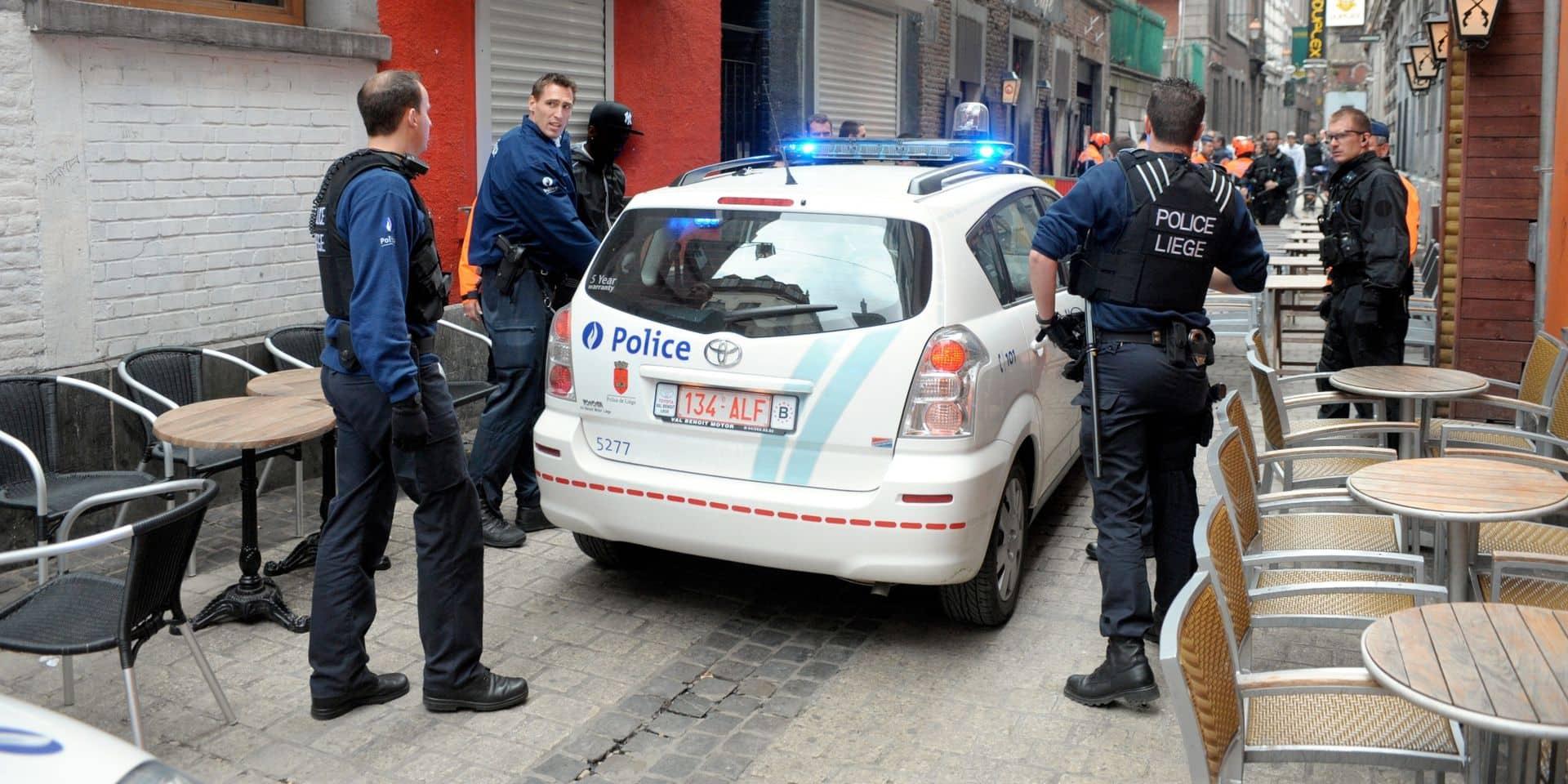 Mal stationnée et sans masque dans le Carré, elle tente de percuter un policier avec son véhicule !