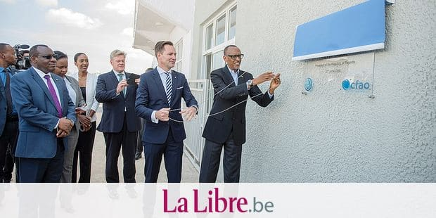 (180627) -- KIGALI, June 27, 2018 () -- Rwandan President Paul Kagame (1st R) and the Chairman and Managing Director of Volkswagen Group South Africa Thomas Schaefer (2nd R) unveil a plaque to launch a Volkswagen's assembly plant in Kigali, capital of Rwanda, on June 27, 2018. German automaker Volkswagen (VW) on Wednesday formally launched a car assembly plant in Rwanda, which will see 20 million U.S. dollars invested in the first phase of its operations. () Reporters / Photoshot