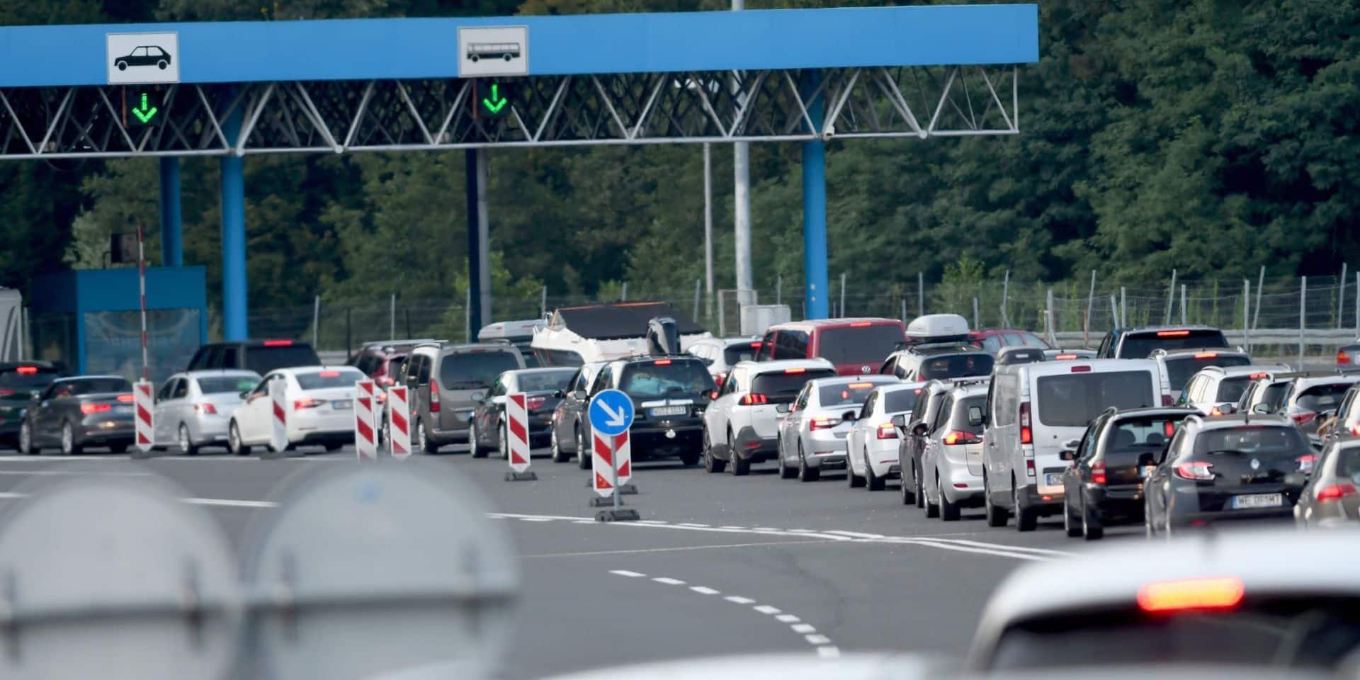 Chaos en Autriche suite à des contrôles sanitaires: des automobilistes bloqués pendant près de 10 heures