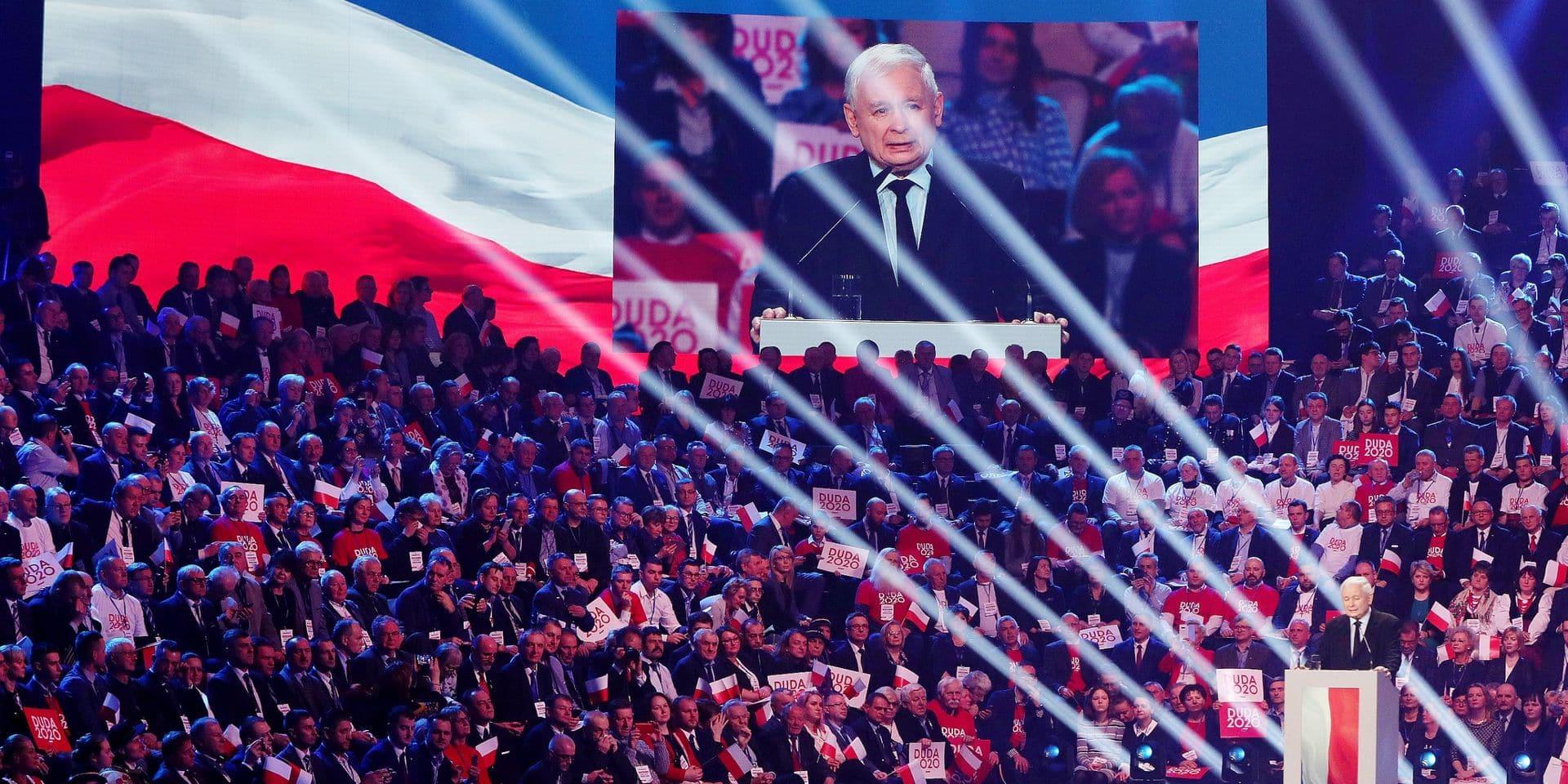 """En Pologne, le parti Droit et Justice, au pouvoir, est à la manœuvre d'un """"coup d'État constitutionnel"""""""