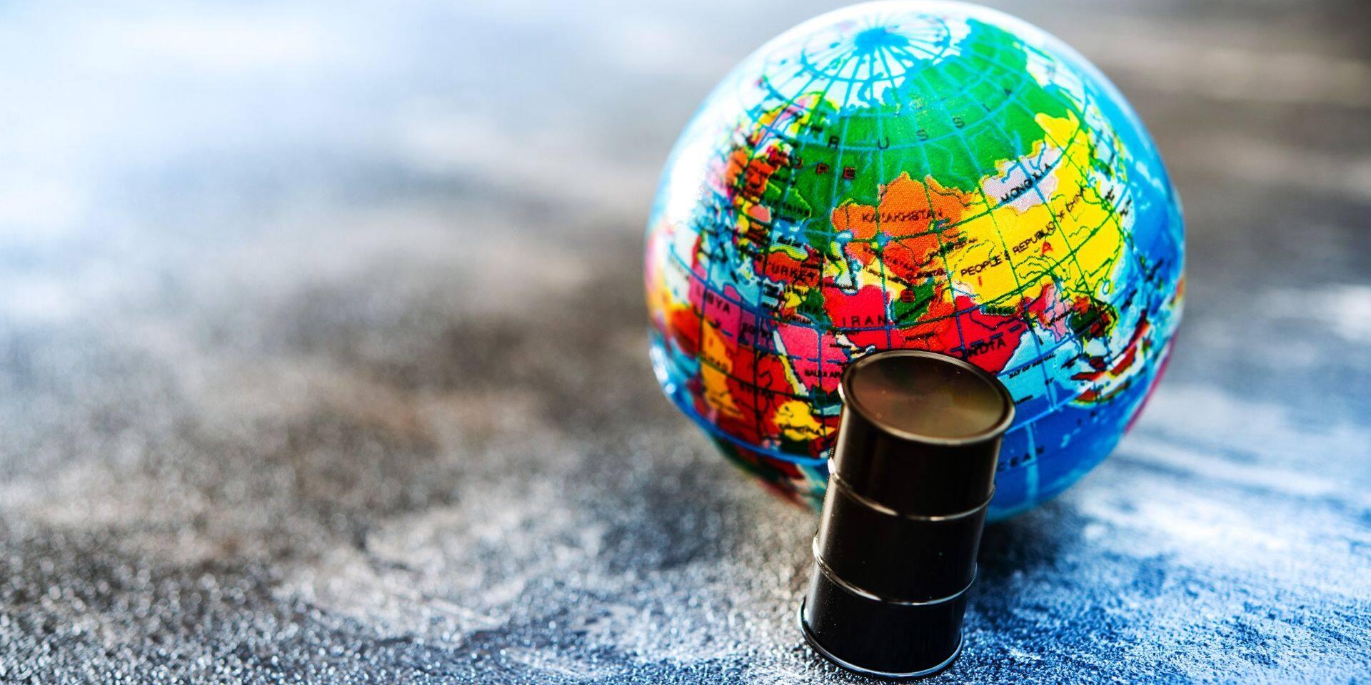 L'Opep+, alliance scellée fin 2016 entre les treize pays de l'Organisation des pays exportateurs de pétrole (Opep) et dix alliés, se réunit à 11H00 GMT (13H00 à Bruxelles).