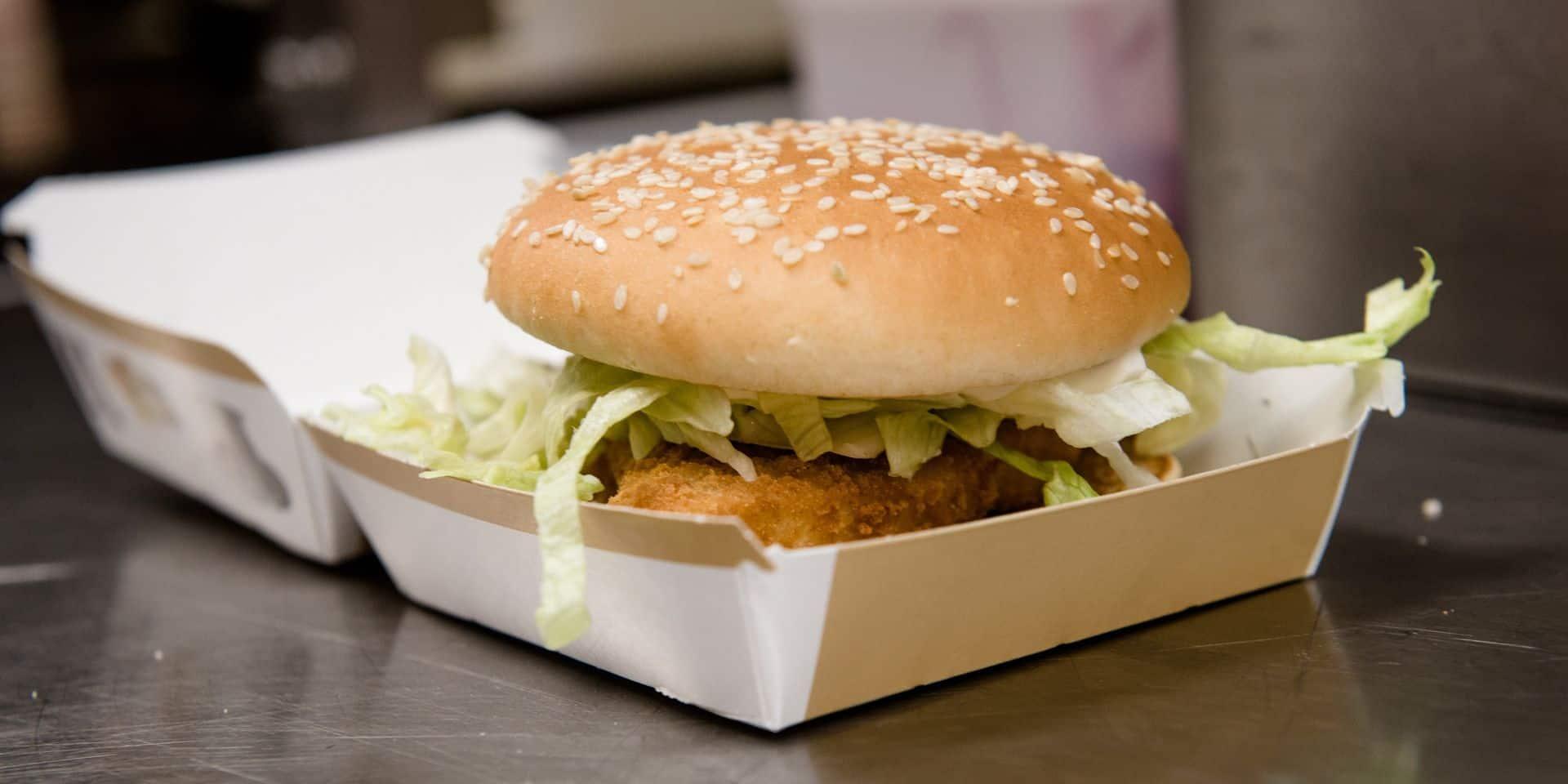 """Il filme son burger périmé depuis dix ans : """"J'avais entendu qu'un McDo ne se décomposait jamais, je voulais en avoir le cœur net"""""""