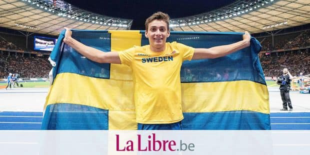 jubilation winner Armand DUPLANTIS (SWE / 1st place), with flag final pole vault of the men, on 12.08.2018 European Athletics Championships 2018 in Berlin / Germany from 06.08. - 12.08.2018. | usage worldwide Reporters / DPA