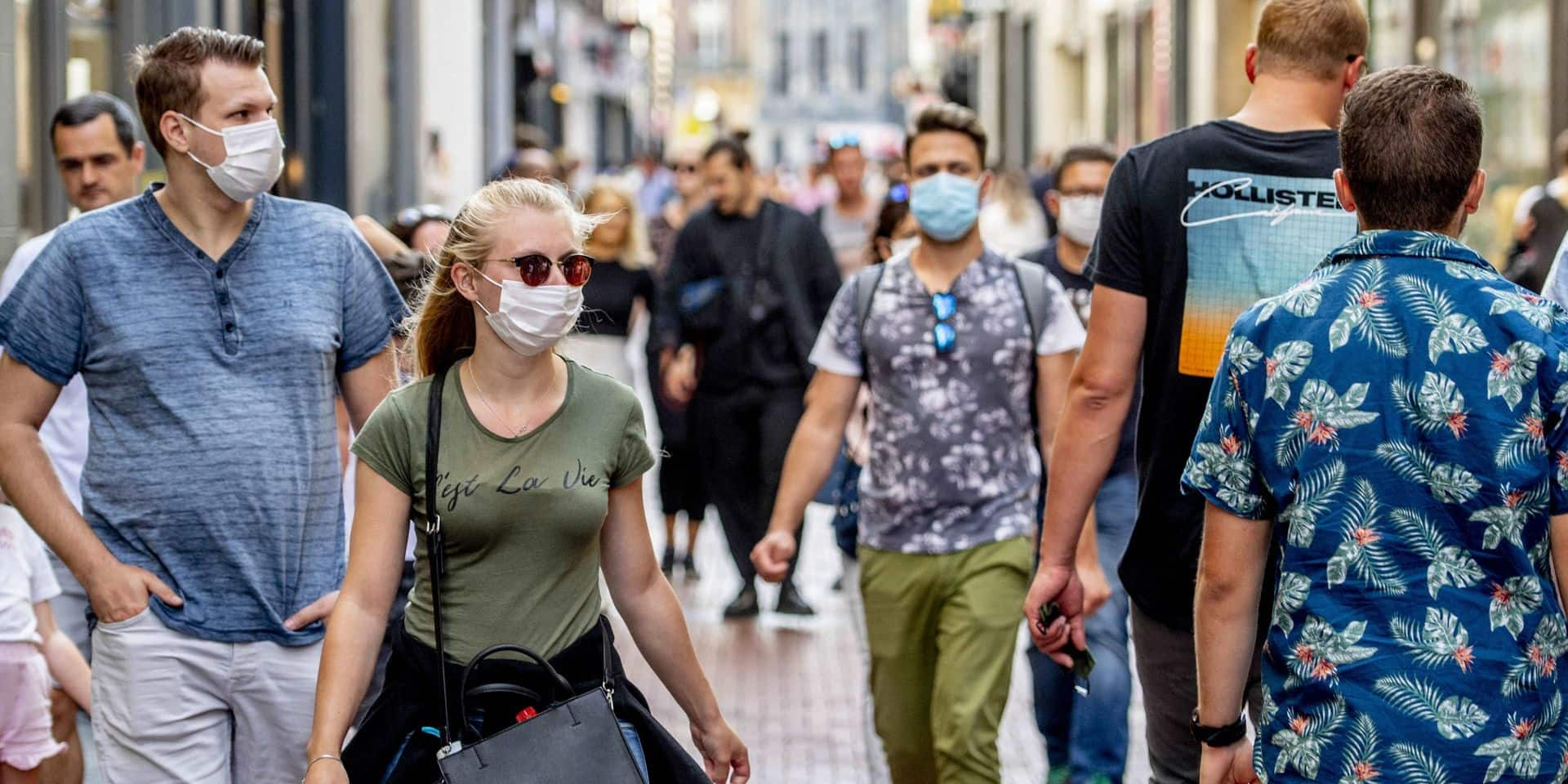 Faut-il imposer le port du masque buccal à la population? En Europe, la question divise toujours