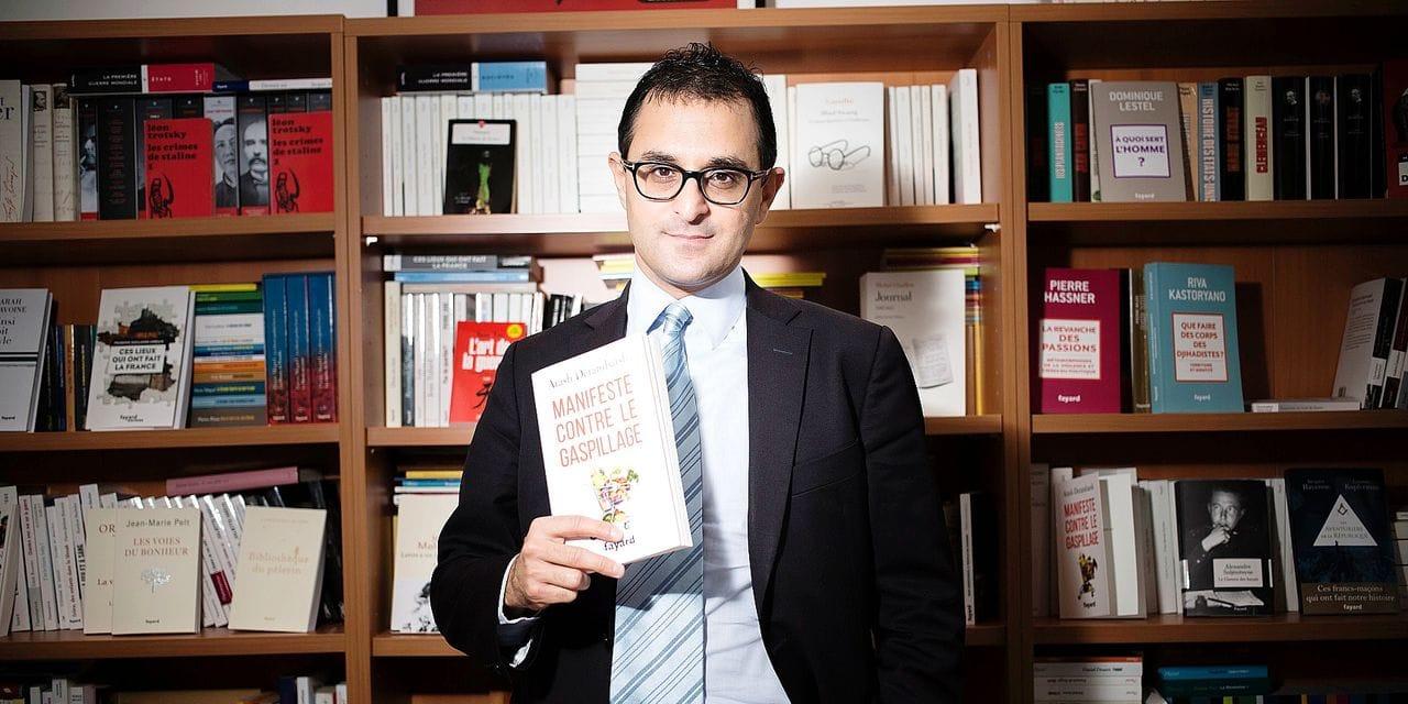Un politicien français et avocat déchu de son doctorat pour plagiat