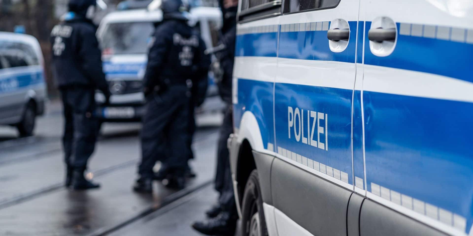 La police de Francfort interpelle un homme armé près d'une mosquée