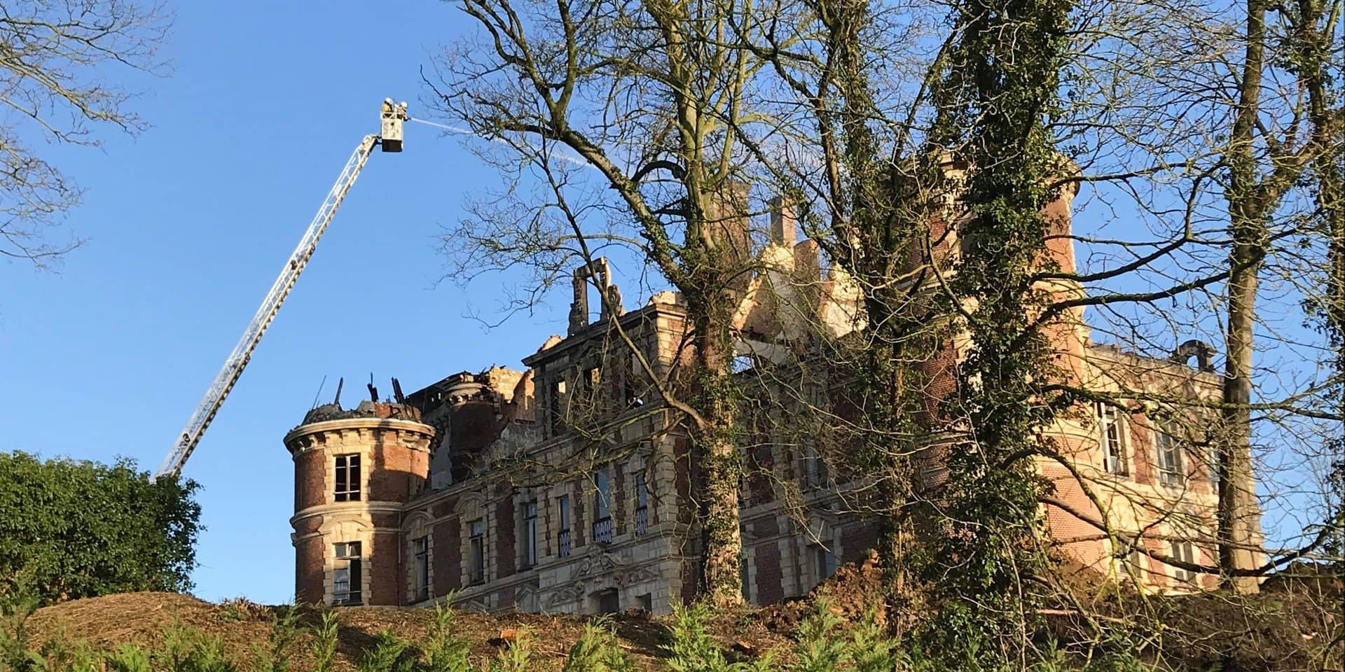 À qui appartient vraiment le château de Dongelberg ravagé par les flammes ?