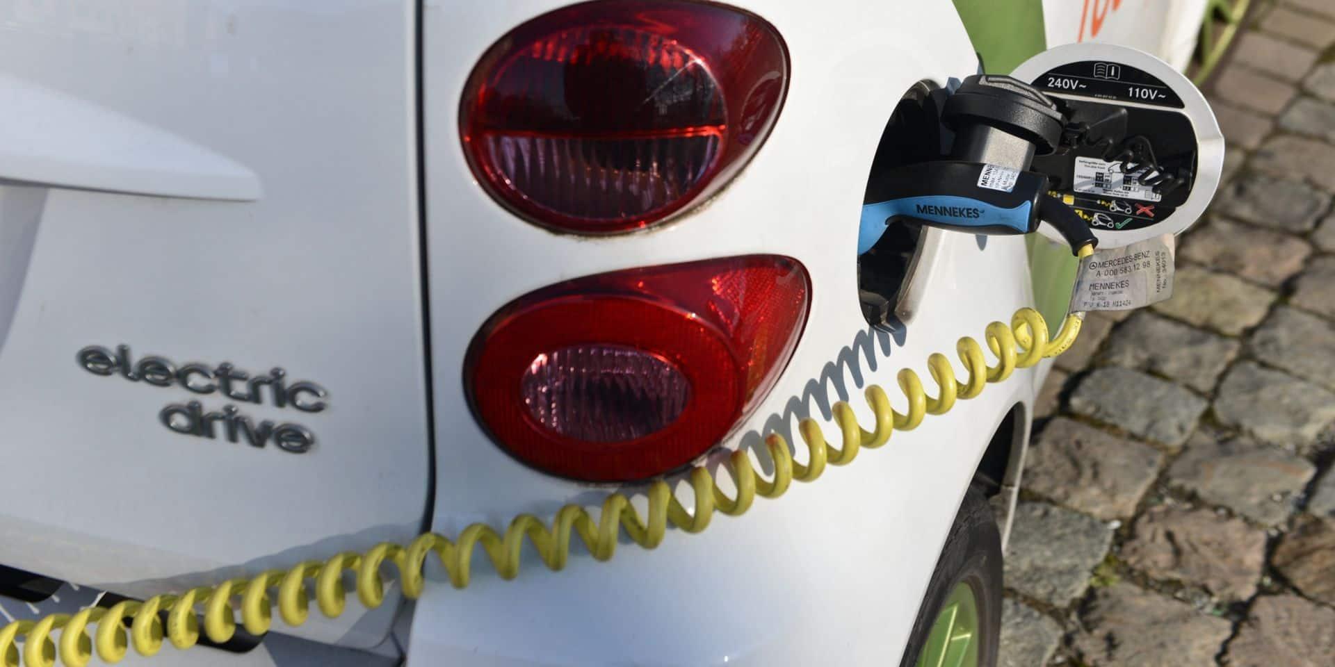 """Convention d'exclusivité avec Pitpoint (Total) pour les bornes électriques: """"Une décision catastrophique du gouvernement bruxellois"""""""