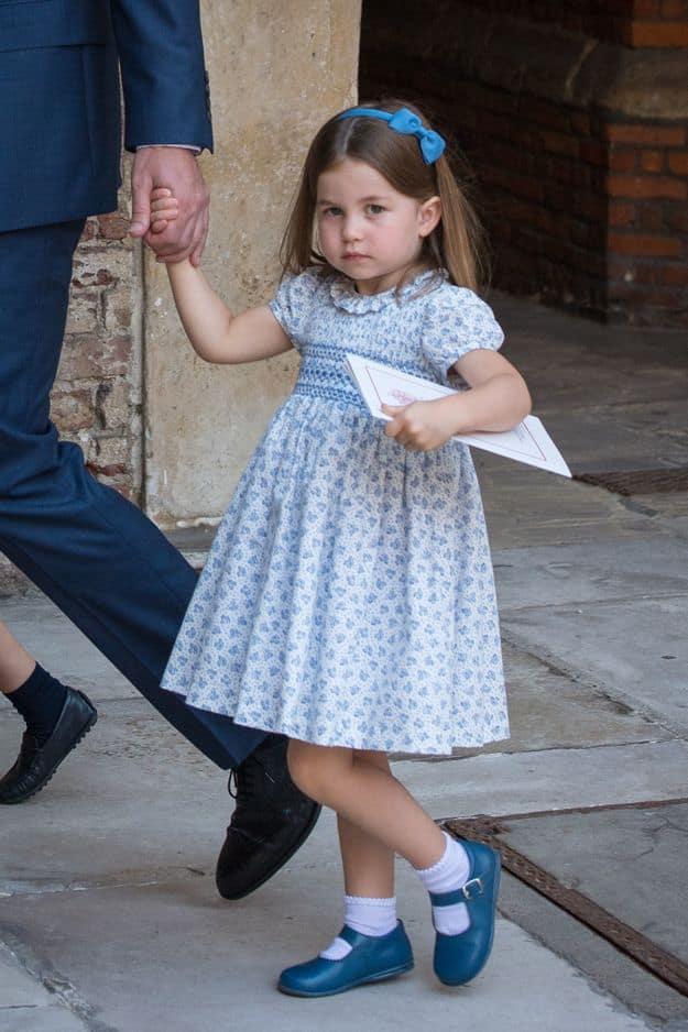 La petite Charlotte savait que les papparzzi n'étaient pas invités et leur a dit !