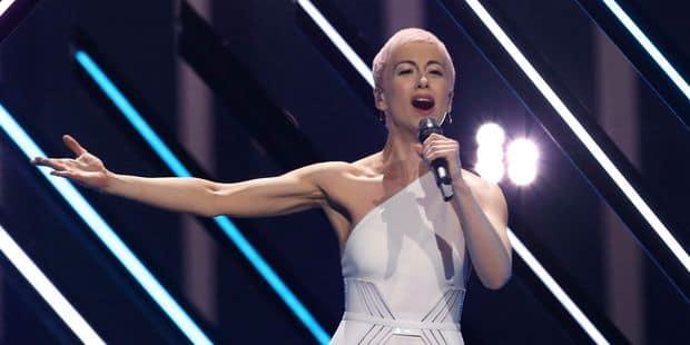 Eurovision : un homme s'introduit sur scène et vole le micro de la chanteuse britannique (VIDEO) - La Libre