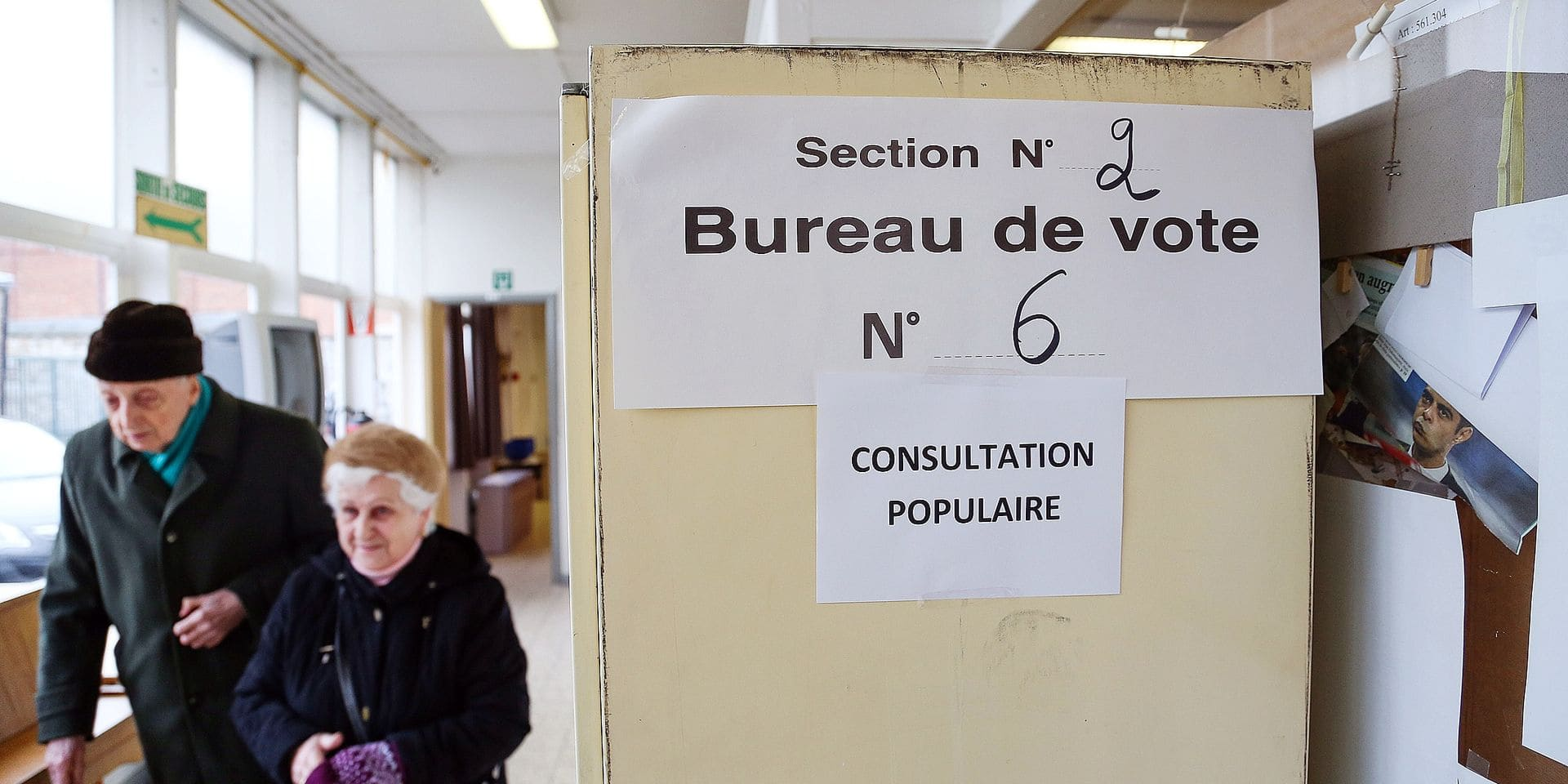 20150208 - NAMUR, BELGIUM: Illustration picture shows the polling station during a referendum on the plans to turn the 'Parc Leopold' park in Namur into a commercial center, Sunday 08 February 2015. The local population has protested various times against the plans. BELGA PHOTO BRUNO FAHY