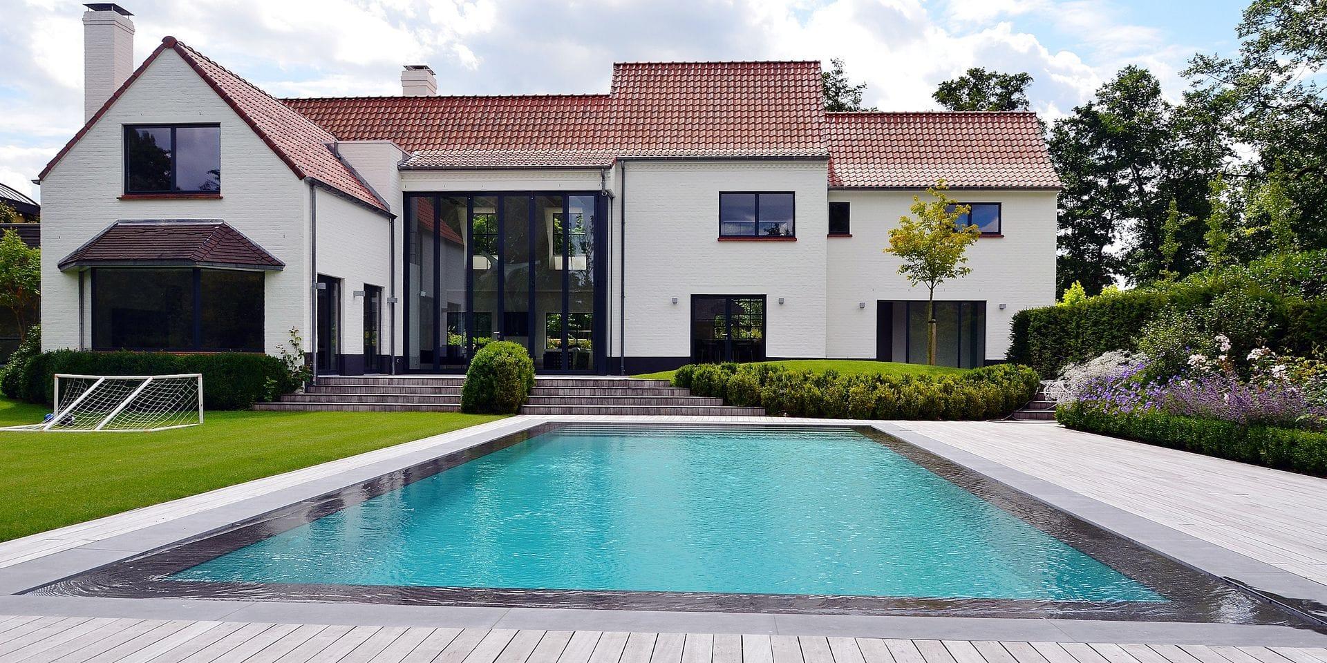 """Les piscines, un phénomène de mode en Belgique : """"Le secteur a un chiffre d'affaires qui dépasse les 100 millions d'euros"""""""