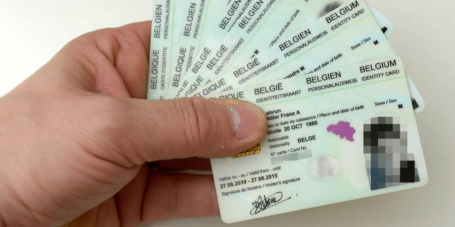 Les empreintes digitales seront ajoutées sur la carte d'identité dès avril 2019: des chercheurs s'en inquiètent