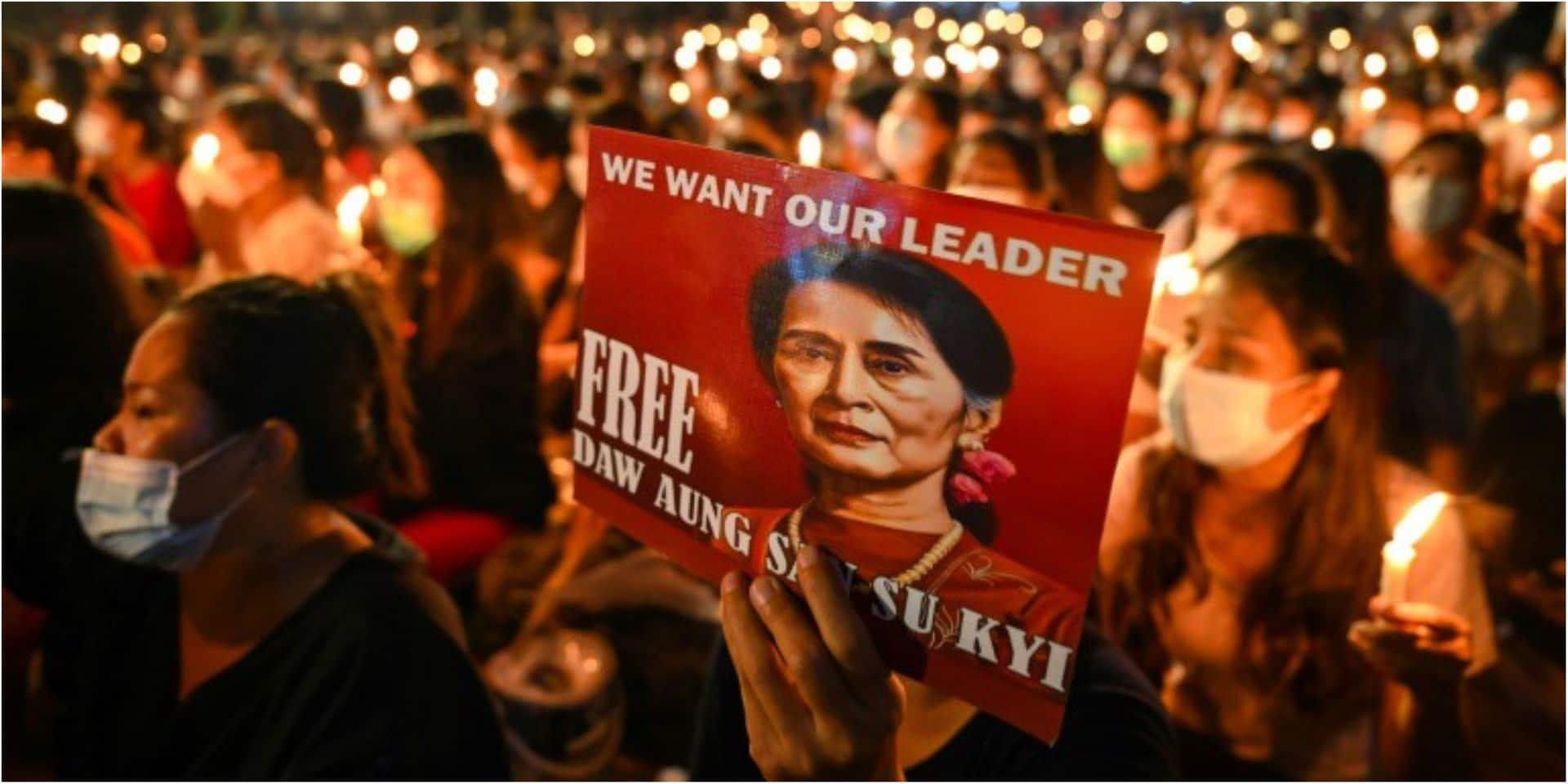"""Aung San Suu Kyi devant la justice : l'ONU redoute un """"bain de sang imminent"""" en Birmanie"""