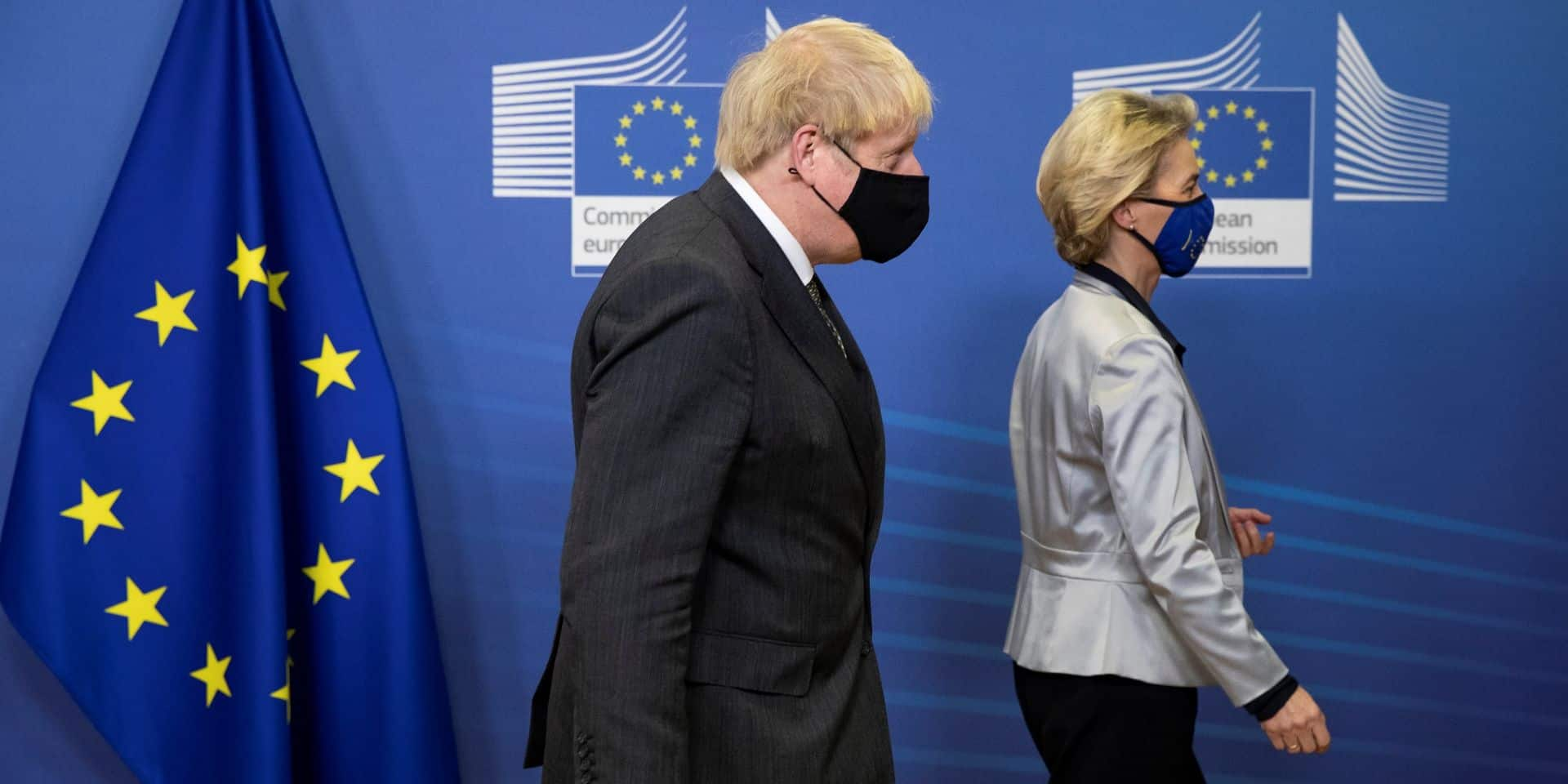 """Exportations des vaccins: Boris Johnson exprime ses """"graves préoccupations"""" à von der Leyen"""