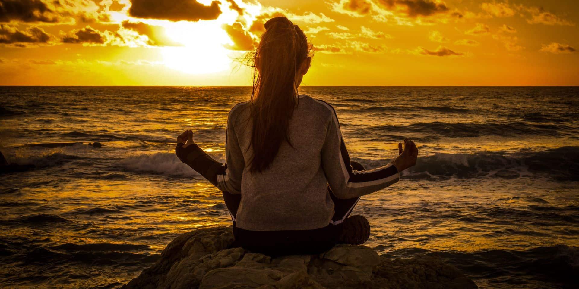 Pour avoir l'esprit plus clair et apaisé en période de crise (mais pas seulement) ? Essayez la méditation