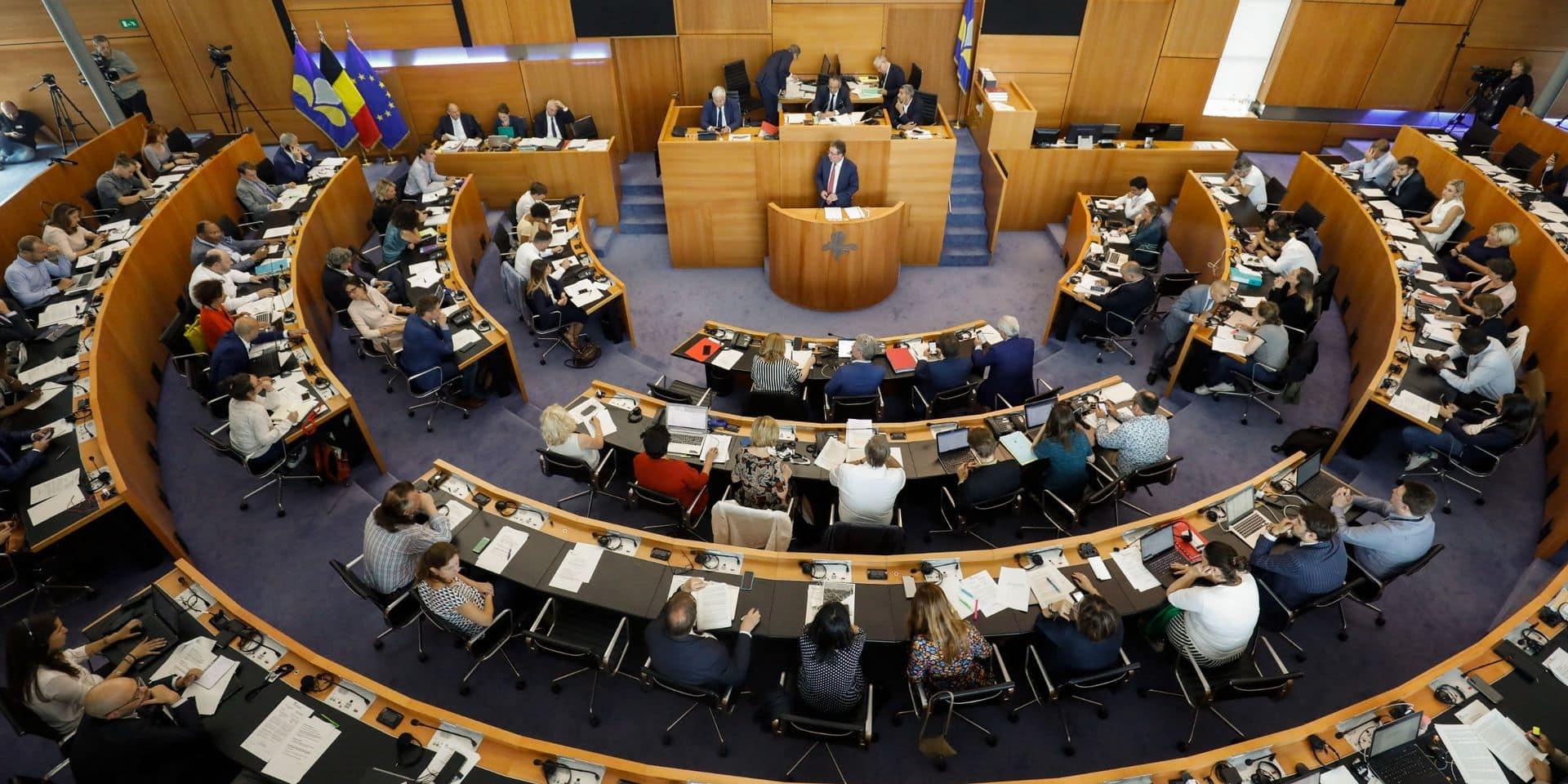 La première commission délibérative de l'histoire remet 43 recommandations au parlement bruxellois