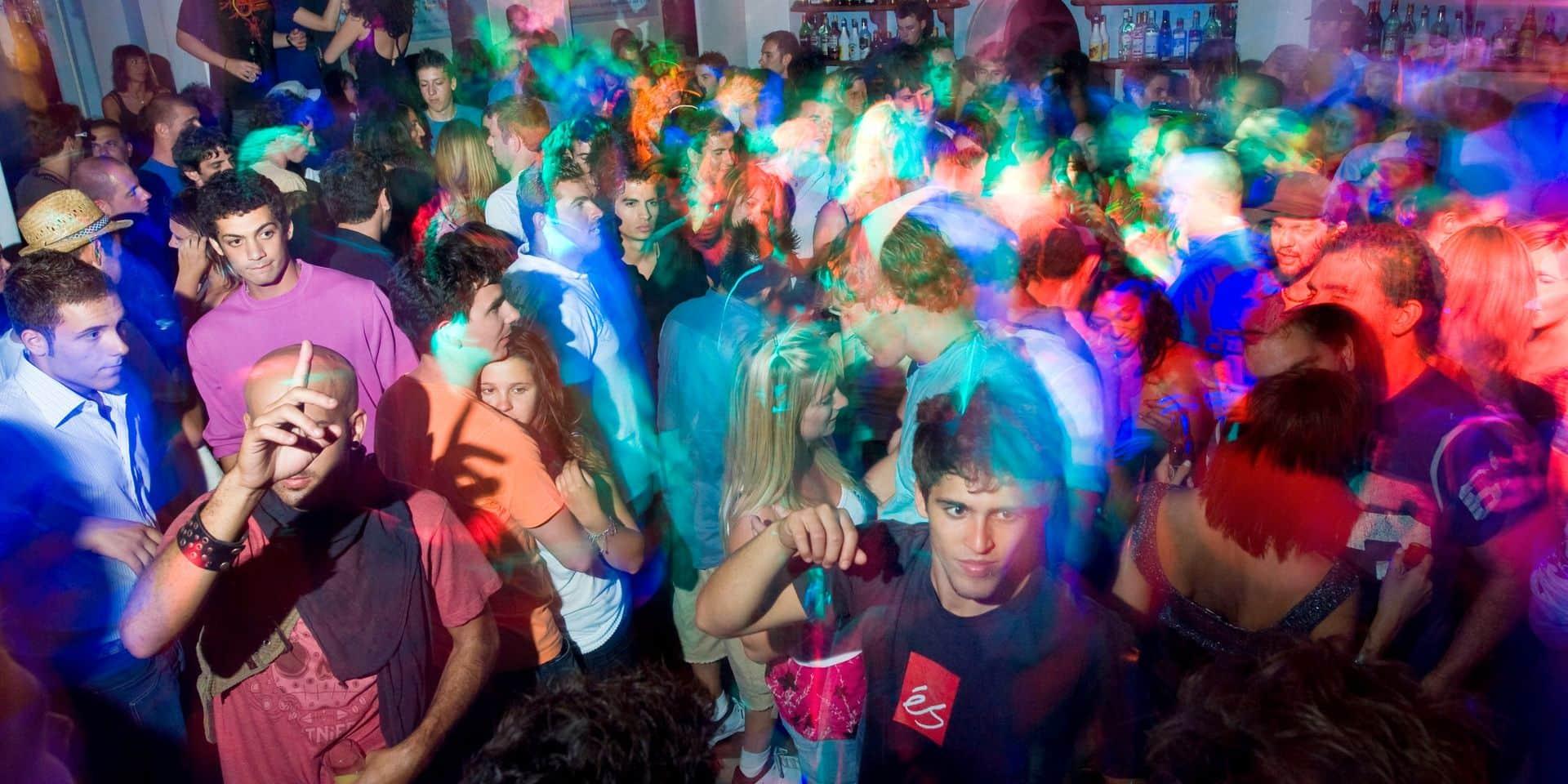 Grèce: malgré la pandémie, des centaines de personnes font la fête dans des villas privées à Mykonos