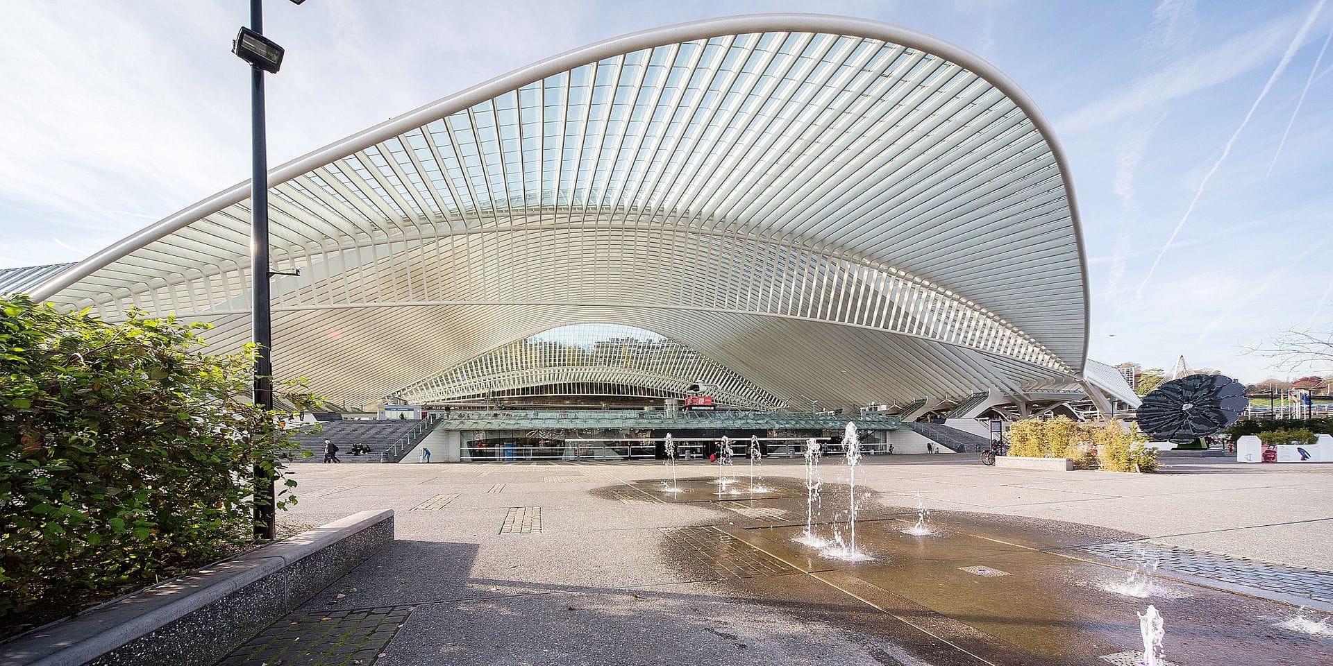Liège : la gare des Guillemins , dessinée par l' architecte Calatrava