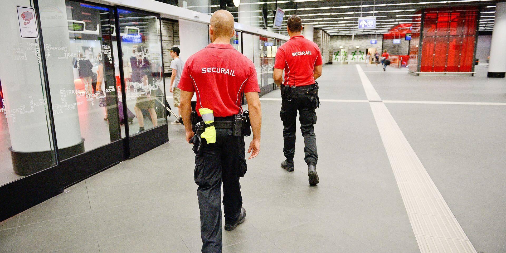 Bruxelles - gare du midi: SNCB Holding - Securail - sécurité dans les gares et à bord des trains - agents sécurail
