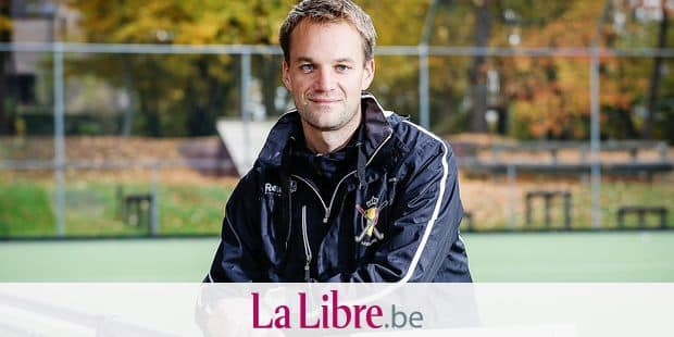 20151028 - BRUSSELS, BELGIUM: Belgium's new head coach Niels Thijssen poses for the photographer after a press conference of the Belgian Red Panthers, Belgian national women hockey team to present their new coach, Wednesday 28 October 2015, in Brussels. BELGA PHOTO THIERRY ROGE