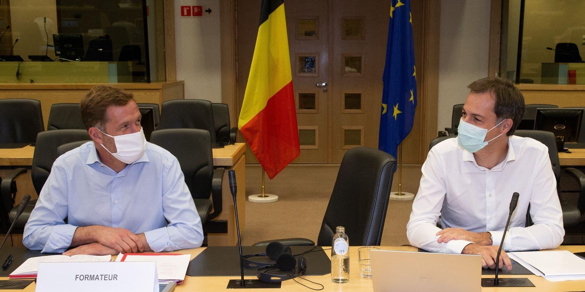 """""""Enfin"""", """"On respire"""", """"Après la tension, ils se sont trouvés"""": le duo Paul Magnette et Alexander De Croo salué par la presse francophone"""