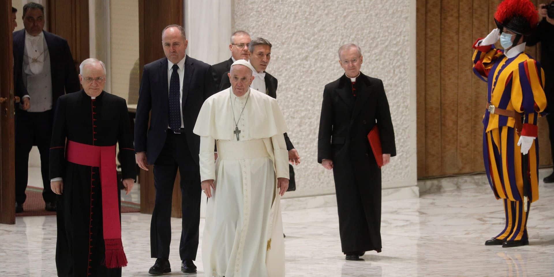 "Le Vatican juge les vaccins anti-Covid ""moralement acceptables"""