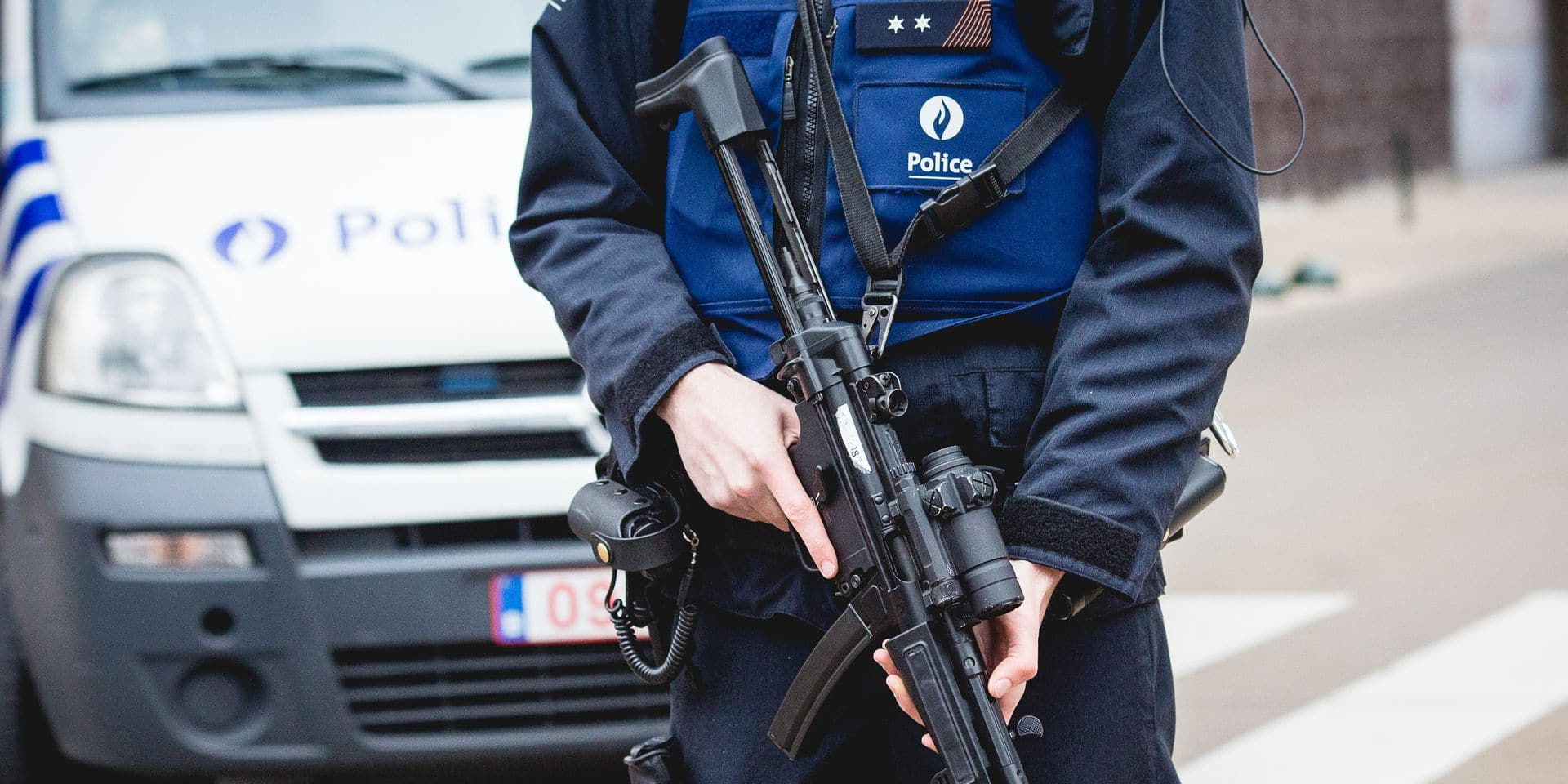 Armed policemen pictured near the scene of a police action in the Rue des Quatre-Vents - Vierwindenstraat street in Sint-Jans-Molenbeek - Molenbeek-Saint-Jean, Brussels, Friday 18 March 2016. According to the first information Salah Abdeslam was arrested during the searches, he is considered one of the main suspects in the November 13th Paris terrorist attacks and Tuesday's shooting in Vorst. BELGA PHOTO AURORE BELOT