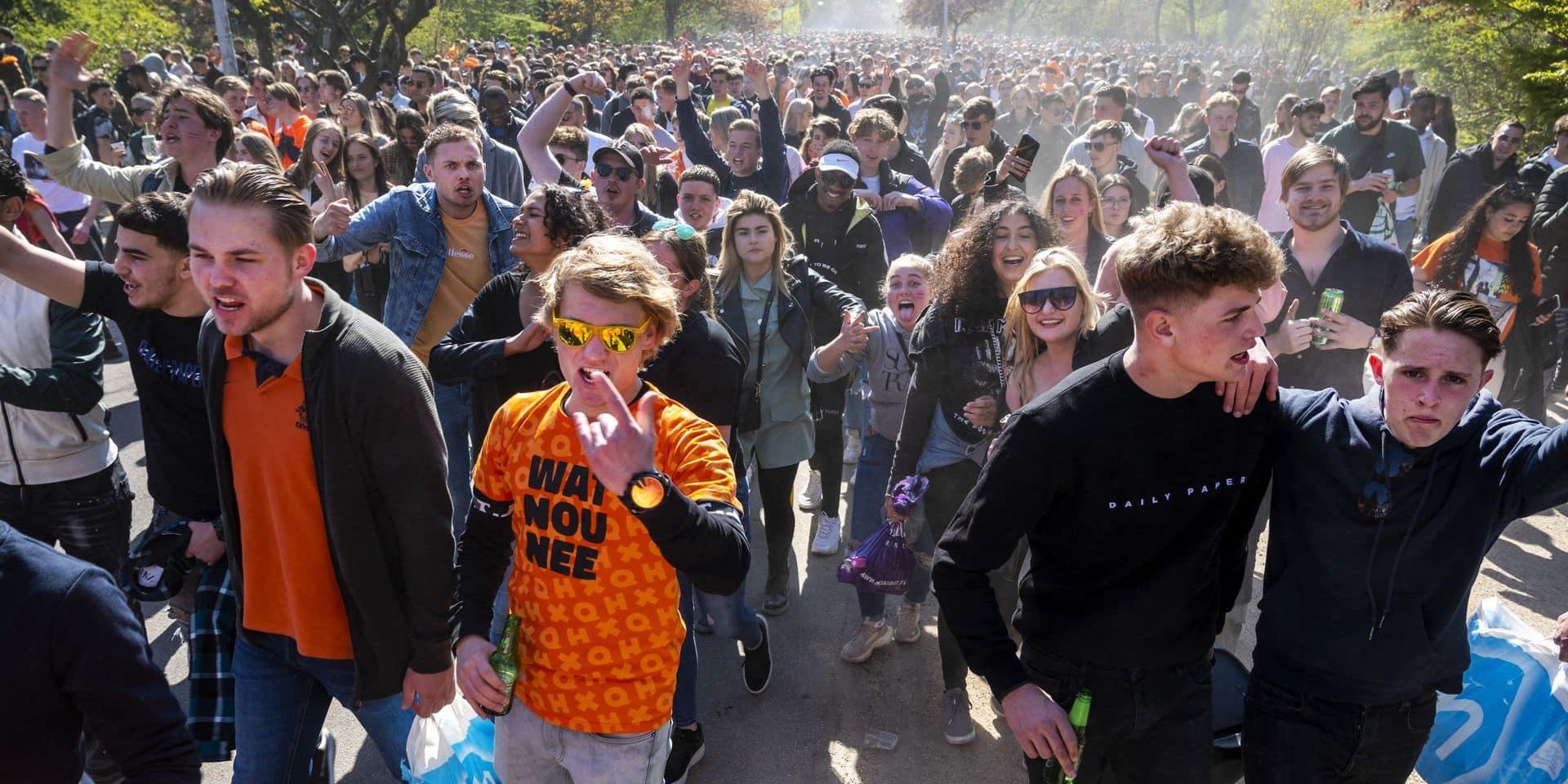 La Fête du Roi rassemble les foules aux Pays-Bas: les rues bondées, plusieurs parcs évacués