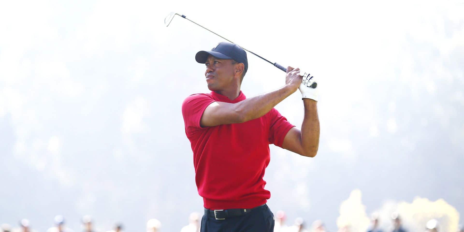 Tiger Woodssort du silence face au coronavirus