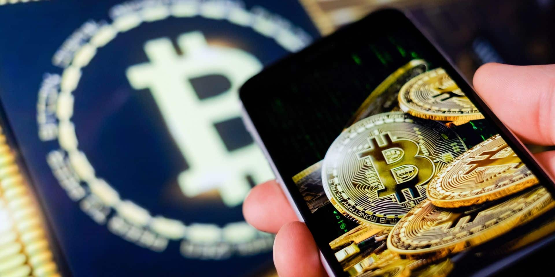 La plus célèbre des cryptomonnaies a franchi mardi la barre des 62000 dollars.
