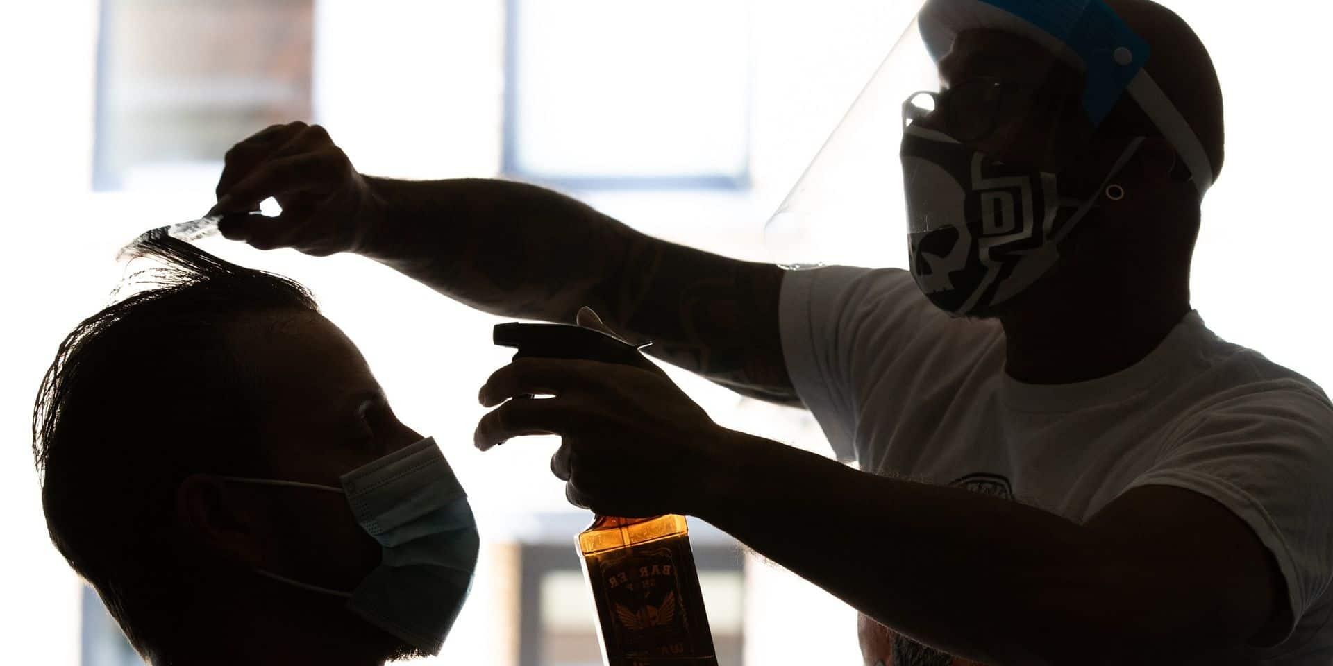 """Les coiffeurs belges lancent un appel aux Néerlandais: """"Restez chez vous!"""""""