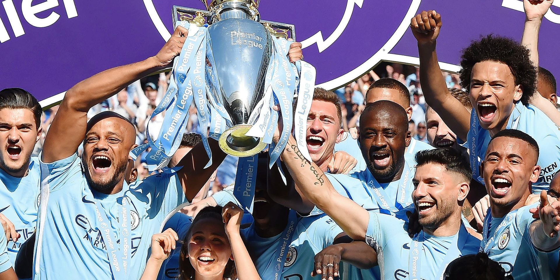 TOPSHOT - Manchester City's captian, Belgian defender Vincent Kompany (2nd L) and Manchester City's Argentinian striker Sergio Aguero lift up the Premier League trophy on the pitch after the English Premier League football match between Manchester City and Huddersfield Town at the Etihad Stadium in Manchester, north west England, on May 6, 2018. / AFP PHOTO / Paul ELLIS / RESTRICTED TO EDITORIAL USE. No use with unauthorized audio, video, data, fixture lists, club/league logos or 'live' services. Online in-match use limited to 75 images, no video emulation. No use in betting, games or single club/league/player publications. /