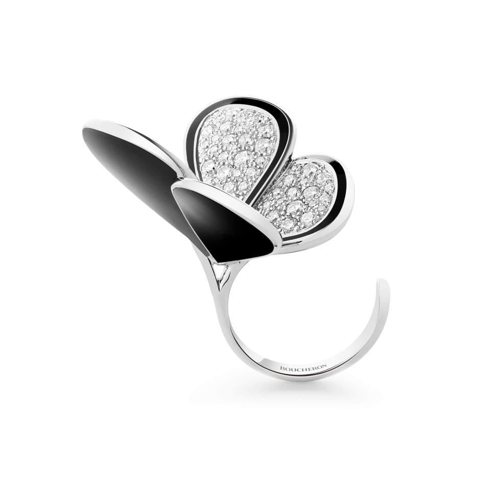 Bague Papillon Argentique, diamant laque noire sur or jaune. Collection Surréaliste de                                Boucheron. prix sur demande.