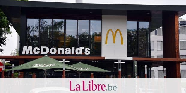 10 May 2018, Germany, Cologne: The logo of fast food chain McDonald's is visible outside a store.- NO WIRE SERVICE - Photo: Horst Galuschka/dpa/Horst Galuschka dpa Reporters / DPA
