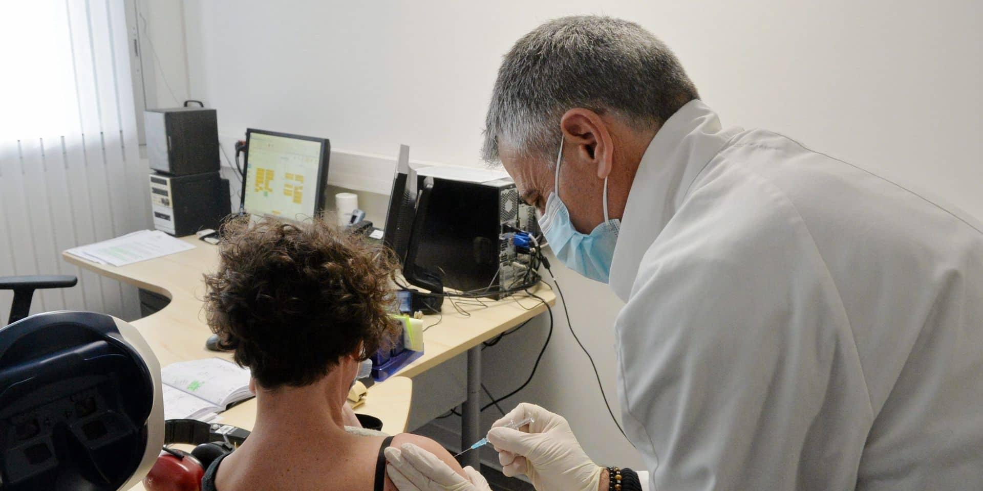 """Le Voka veut lancer le débat sur la vaccination obligatoire : """"Imaginez qu'il y a une contagion parmi les employés qui ne veulent pas être vaccinés"""""""