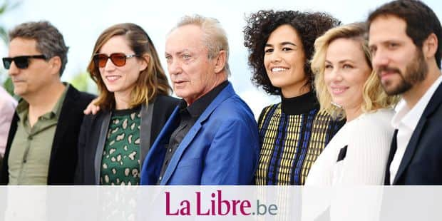 "(FromL) Brazilian film director Kleber Mendonca Filho, French producer Emilie Lesclaux, German actor Udo Kier, Brazilian actress Barbara Colen, Brazilian actress Karine Teles and Brazilian actor Antonio Saboia pose during a photocall for the film ""Bacurau"" at the 72nd edition of the Cannes Film Festival in Cannes, southern France, on May 16, 2019. (Photo by LOIC VENANCE / AFP)"
